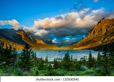 Sunrise at St. Mary Lake from Wild goose island viewpoint, Glacier National Park, Montana