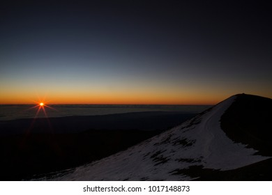 Sunrise at summit of Mauna Kea - Hawaii