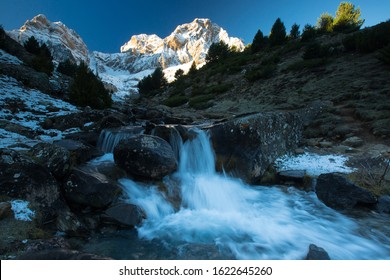 Sunrise at Peña Telera, with the peak in the background and in the foreground a waterfall of the river that goes down the mountain