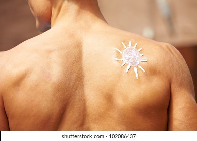 Sunscreen in sun shape on a male back