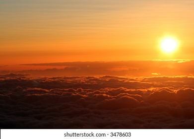 Sunset above the clouds at 14,000 ft on Mauna Kea, Hawaii