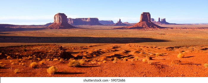 Sunset at Artist Point in Monument Valley Tribal Park, Arizona.