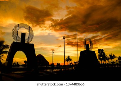 Sunset atmosphere at Losari Beach with beautiful panoramas and silhouette effects in Makassar. This location is visited by many tourists