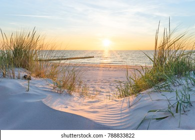Закат на пляже Балтийского моря