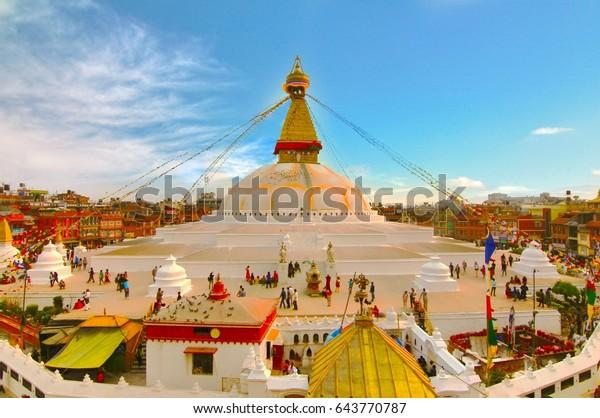 ブダナスのストゥパカトマンズネパールの夕日