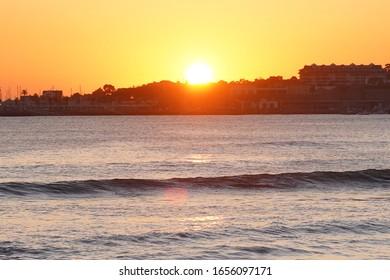 Sonnenuntergang in Estoril, Dorf Cascais in der Nähe von Lissabon. Portugal