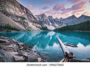 Sunset at the famous Moraine lake