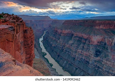 Sunset at the Grand Canyon, Arizona, USA.