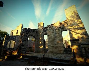 sunset at Ha Ha Tonka castle ruins