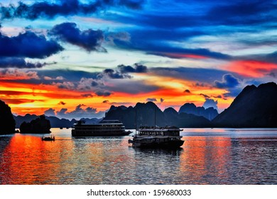 Sunset in Hallong Bay