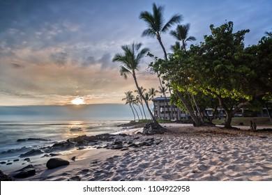 Sunset at Honls Beach in Big Island