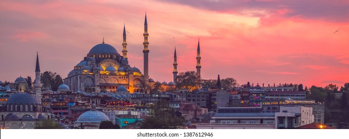 Sunset in Istanbul, Turkey with Suleymaniye Mosque (Ottoman imperial mosque). View from Galata Bridge in Istanbul.