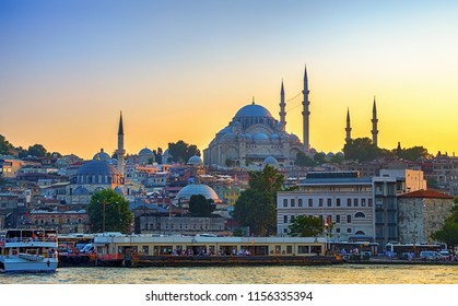Sunset in Istanbul, Turkey. View of the Suleymaniye Mosque and Eminony Pier