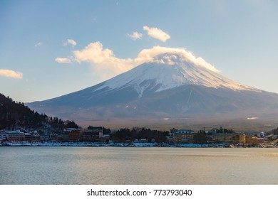 Sunset landscape view at Kawaguchiko Lake and Fuji