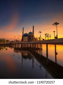 Sunset mesjid Amirul Mukminin, Makassar, Sulawesi Selatan, Losari Beach.