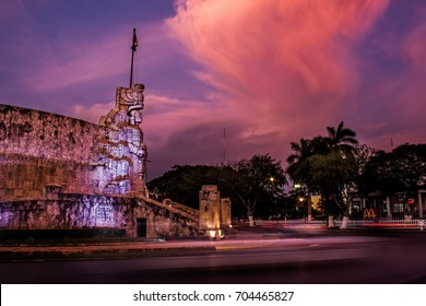 Sunset in the monument to the flag of the Paseo de Montejo in Merida, Yucatan, Mexico.