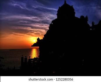 Sunset at Murudeshwar, Murdeshwar is a town in Bhatkal Taluk of Uttara Kannada district in the state of Karnataka