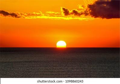 Sunset ocean horizon sky clouds sunset landscape