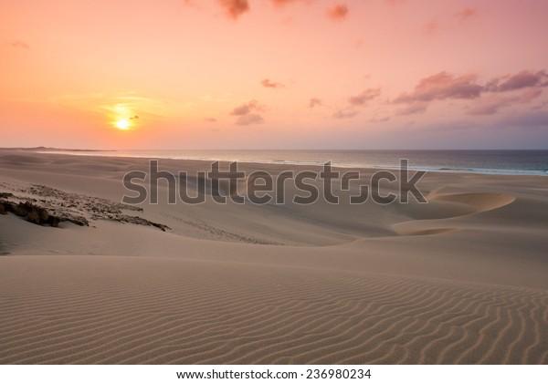 Sonnenuntergang auf Sanddünen am Strand von Chaves Praia de Chaves in Boavista Kap Verde - Cabo Verde