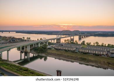Sunset over the Mississippi River, Hernando de Soto Bridge in Memphis, Tennessee, USA.