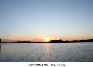 Sunset over the Oka River near the village of Konstantinovo - the homeland of the sweat of Sergei Yesenin