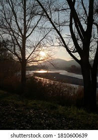 A sunset over the Trebbia River calms the spirits