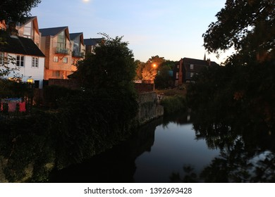 Sunset over the waters of the river Lea