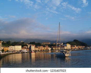Sunset in Ribadesella, Asturias, Spain | A boat entering Ribadesella's harbour in northern Spain | Sailbot entering the harbor during the sunset