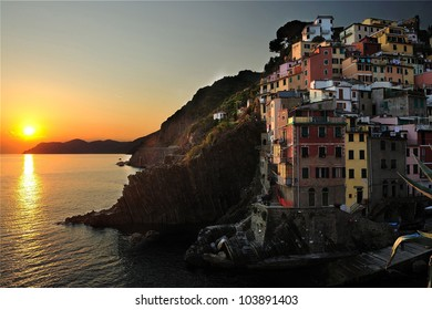 Sunset in Riomaggiore (Cinque Terre, Italy)