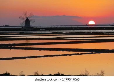 Sunset in Sicily - At the sea salt reservoirs