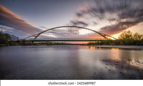 Sunset with the Third Millennium Bridge in the background and the Ebro River