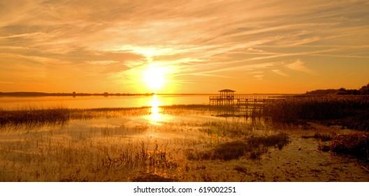 Sunset at Twin Oaks Lake near Kissimmee, Florida / Twin Oaks Sunset