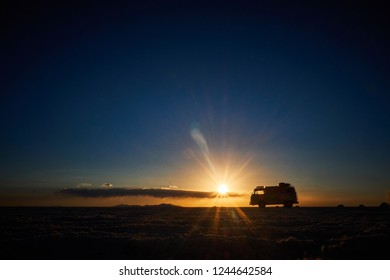 SUNSET IN THE UYUNI SALAR, TRAVELING IN A COMBI