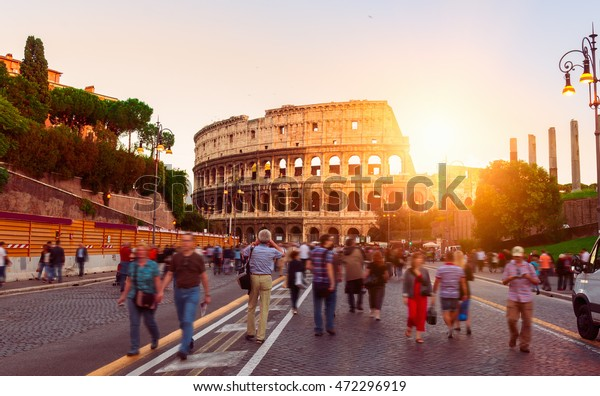 Vue du Soleil sur le Colisée à Rome, Italie