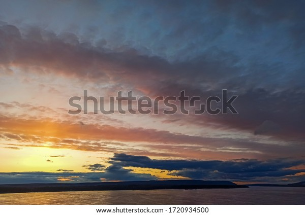 sunset-view-over-volga-river-600w-172093