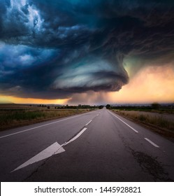 super cell storm with a road in EEUU, Kansas