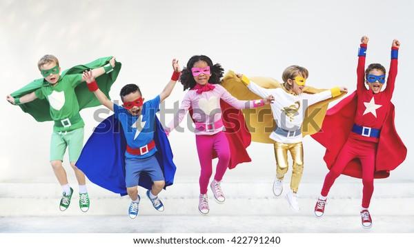 Супергерои Дети Друзья Играя Вместе Веселая Концепция
