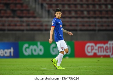 Suphanan Bureerat (Blue)of SCG Muangthong United in action during The Football Thai League between Bangkok United and SCG Muangthong United at True Stadium on March 02,2019 in Pathum Thani, Thailand