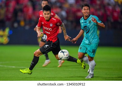 Suphanan Bureerat (red)of SCG Muangthong United in action during The Football Thai League between SCG Muangthong United and PT Prachuap F.C.at SCG Stadium on February24,2019 in Nonthaburi, Thailand