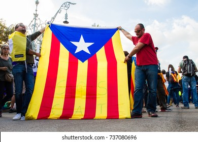 Supporters of Catalan independence gather before the Catalan Parliament for a speech by the regions president Charles Puigdemont. Barcelona, Spain, 10th October 2017