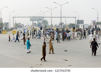 Supporters of a Pakistani religious group block a main road after a court decision in Lahore,Pakistan,Oct. 31, 2018.