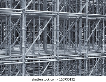 Supporting scaffold construction of steel pipes.