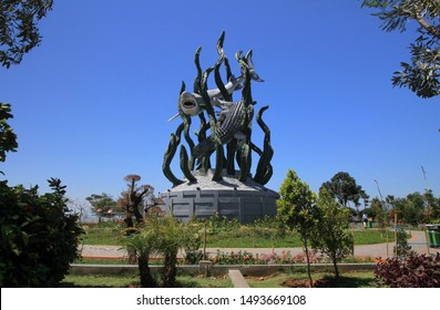 Surabaya 9 August 2019, Taman surabaya, the shark and the crocodille as the symbol of bravery and fighter in Surabaya. This legendary symbol is famous for the travellers and known as a landmark.