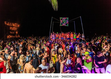 Surathani, THAILAND - Aug 30,There are about 10,000 people every month at this Phangan beach Full moon party, on Aug 30, 2015 in  Phangan island , Thailand .
