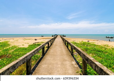Suratthani lamae beach  bridge