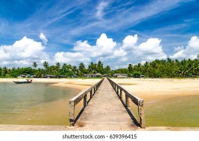 Suratthani lamae beach coconut tree bride
