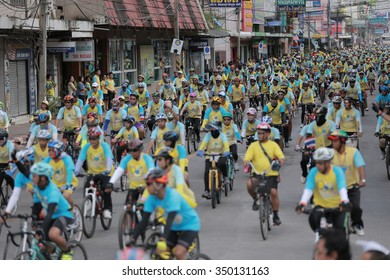 SURATTHANI, THAILAND - DECEMBER 11, 2015: Unidentified contestant in Bike For Dad and Bike For Dad by People Thailand. Bike for dad is to gather in celebration of the monarch's birthday. 2015 Round 1.