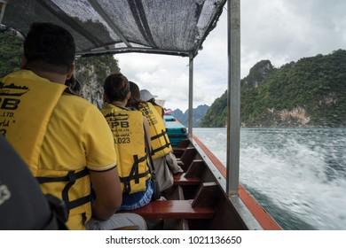 SURATTHANI, THAILAND - NOVEMBER 12 2017: People take a boat trip at Khao son National park.