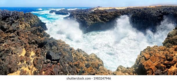 Surf on black basalt cliffs, Baja de las Majapolomas, La Graciosa, Lanzarote, Canary Islands, Spain