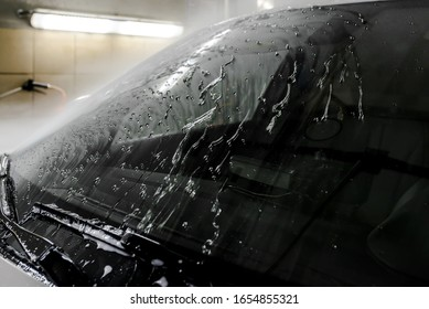 The Surface Protection of the car windows at the car wash under the jets of water